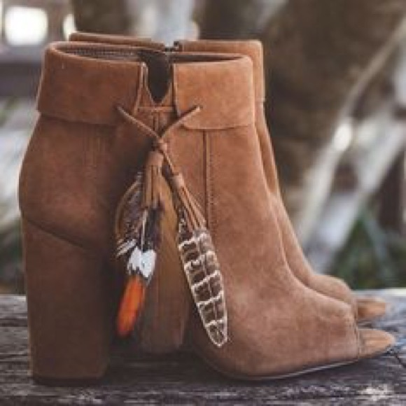 5d15f78b0c108 Jessica Simpson Feather Booties Boho Gypsy Style NWT